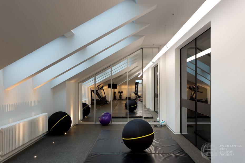 Эргономичный и стильный спортзал в мансарде загородного дома - Фото пользователей сайта фото